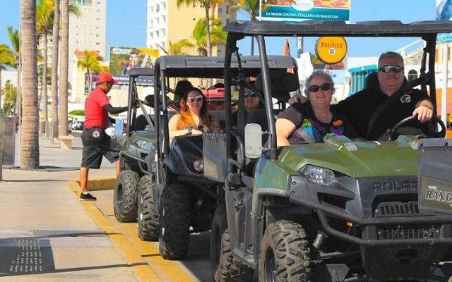 Recorrido en Centro Histórico de Mazatlán, manejarás vehículos todo terreno