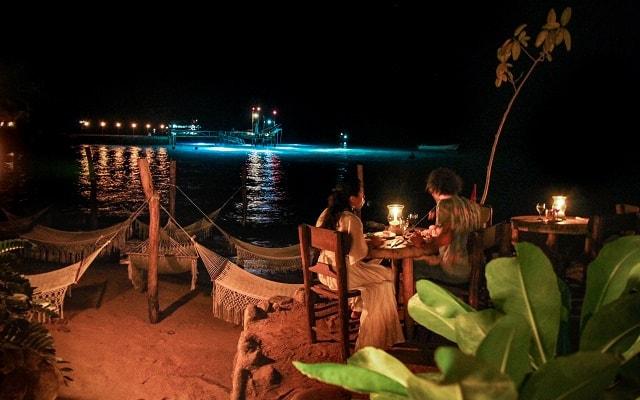 Ritmos de la Noche Savia Puerto Vallarta, tendrás una cena gourmet a la luz de las velas