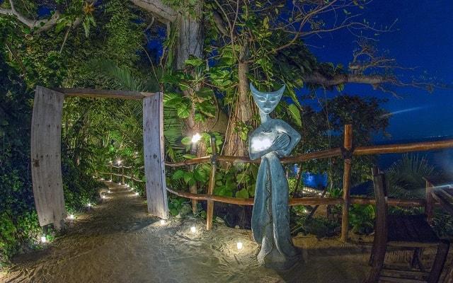 Ritmos de la Noche Savia Puerto Vallarta, te recibirán bajo las luz de las estrellas