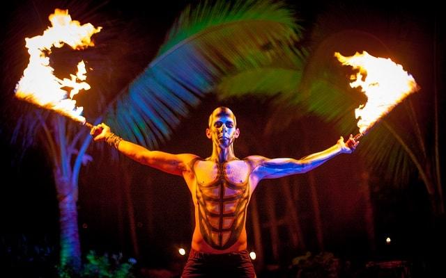 Ritmos de la Noche Savia Puerto Vallarta, místico espectáculo