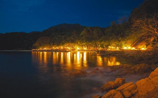 Ritmos de la Noche Savia Puerto Vallarta, verás desde lo lejos las luces del lugar