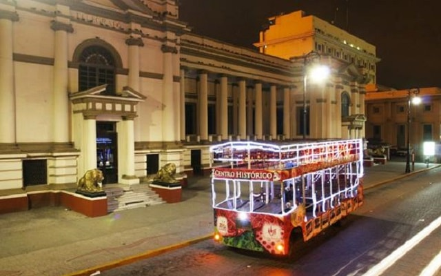 San Juan de Ulúa en Tranvía, abordarás un divertido y pintoresco tranvía