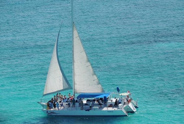 Snorkel en Isla Mujeres, Club de Playa y Catamarán
