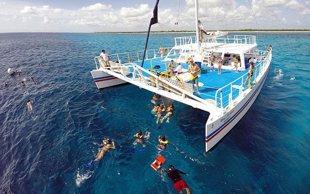Snorkel y Club de Playa en Cozumel, catamarán