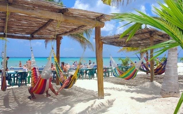Snorkel y Club de Playa en Cozumel, prefieres descansar en las hamacas