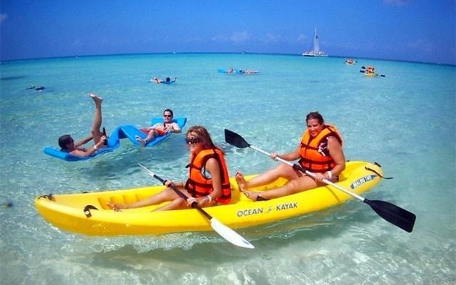 Snorkel y Club de Playa en Cozumel, de aventura en los kayacs