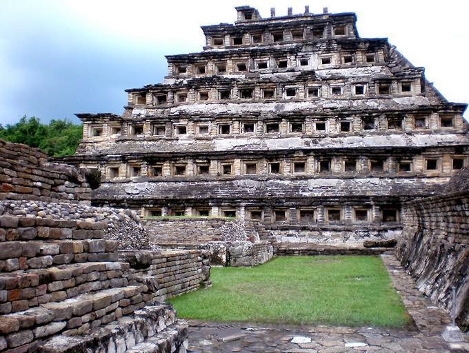 Tajín y Papantla aprecia la pirámide de Los Nichos