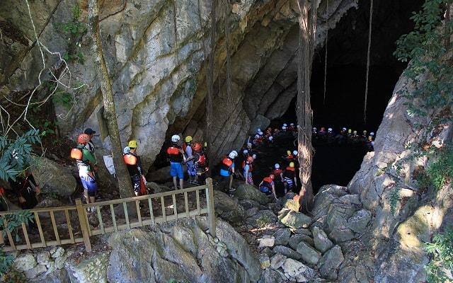 Tour a Cascada de Tamul y Cueva de Agua, visitarás una cueva inundada