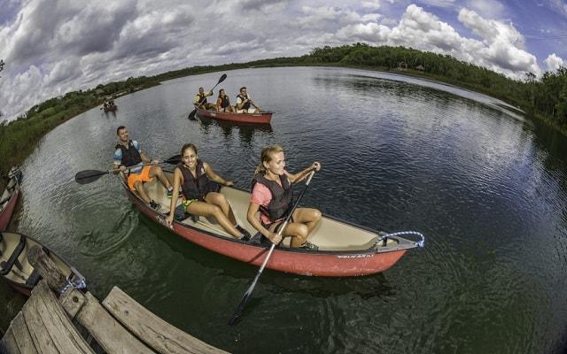 Tour a Cobá y Comunidad Maya con Actividades Extremas, navega en bellas lagunas en canoa