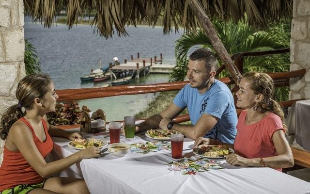 Tour a Cobá y Comunidad Maya con Actividades Extremas, disfrutarás de una deliciosa comida local