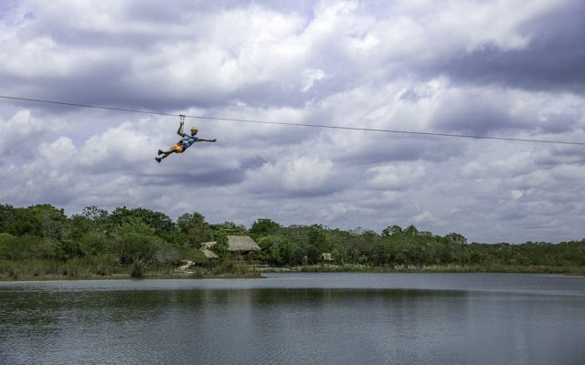 Tour a Cobá y Comunidad Maya con Actividades Extremas, descubre la laguna de Cobá