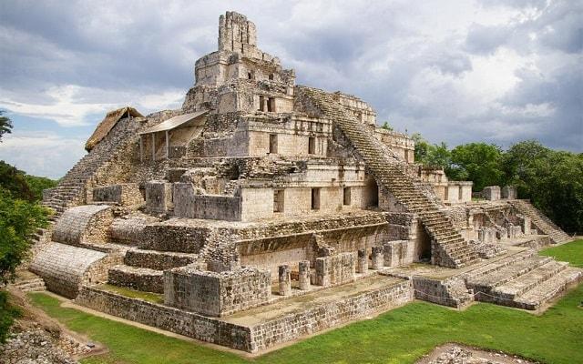Tour a Edzná Zona Arqueológica,  edificio de los 5 pisos