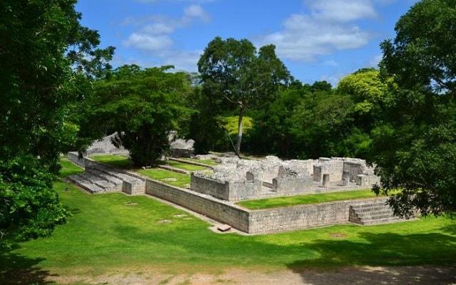 Tour a Edzná Zona Arqueológica, plataforma de los cuchillos