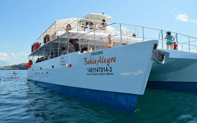Tour a Islas Marietas en Catamarán con Música, disfruta a bordo de un catamarán
