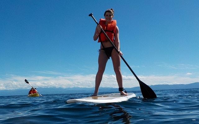 Tour a Islas Marietas en Catamarán con Música, practicar Paddle Board nunca fue tan sencillo