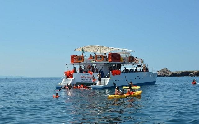 Tour a Islas Marietas en Catamarán con Música, podrás practicar snorkel