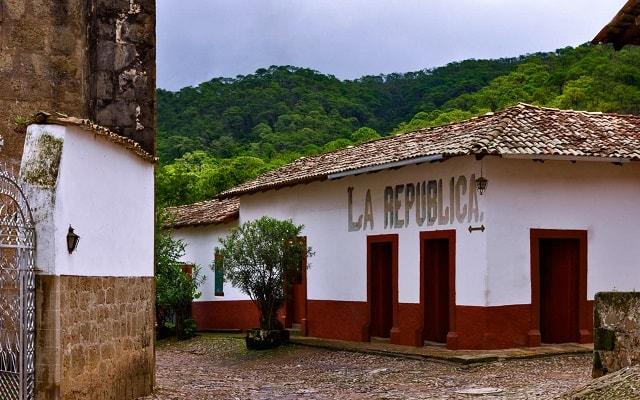 Tour a San Sebastián del Oeste, maravíllate con la magia de este pueblo