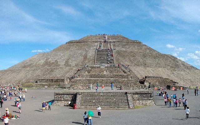 Tour a Teotihuacán, observa hermosas vistas desde la punta de la pirámide