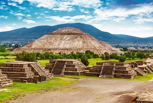 Tour a Teotihuacán y Acolman desde Puebla