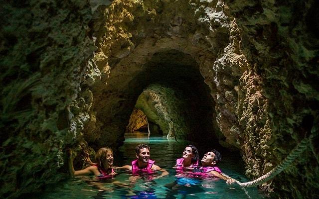Tour a Xcaret, podrás pasar las veces que quieras sobre ríos subterráneos