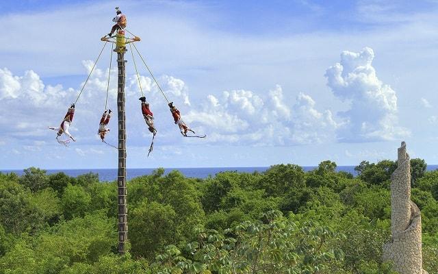 Tour a Xcaret, asómbrate con los Voladores de Papantla