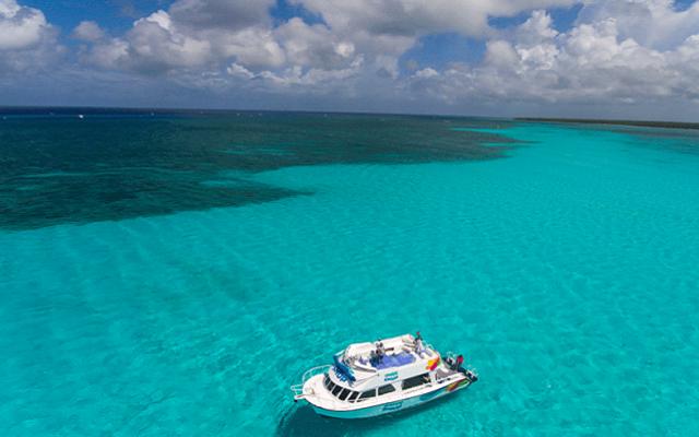 Tour al Cielo Cozumel más Snorkel, recorre los sitios a bordo de una embarcación