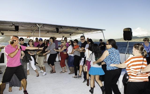 Tour Arco del Fin del Mundo, Música y Cena al Atardecer, ambiente de fiesta