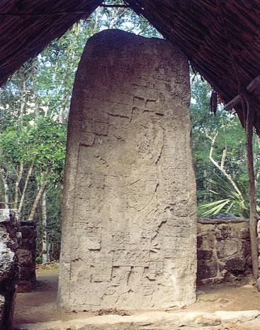 Grabado en piedra - Tour Cobá y Aldea Maya