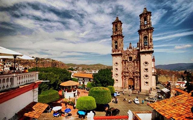Tour Cuernavaca y Taxco, al llegar a Taxco podrás admirar la belleza de la Parroquia de Santa Prisca