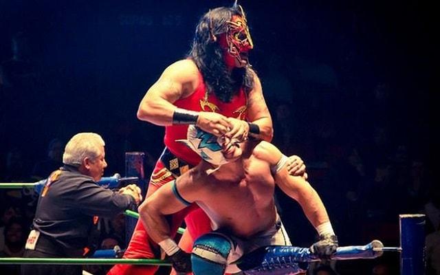 Tour de Lucha Libre en la Arena México, observa a los luchadores con sus movimientos acrobáticos