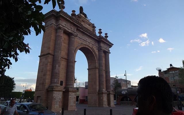 Tour Festival Internacional del Globo León, admira la Puerta de León