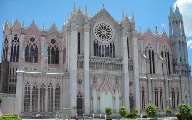 Tour Festival Internacional del Globo León, Templo Expiatorio con arquitectura neogótica