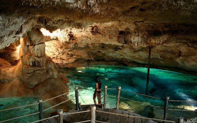 Refréscate nadando en el Cenote Dzul-Ha