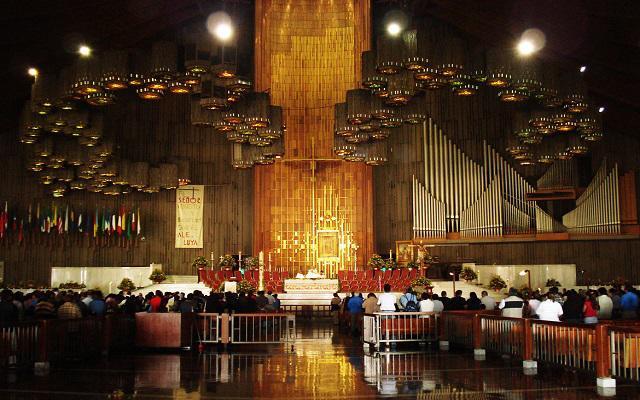 Dentro de la basílica se encuentra la Tilma de Juan Diego con la imagen de la Virgen de Guadalupe