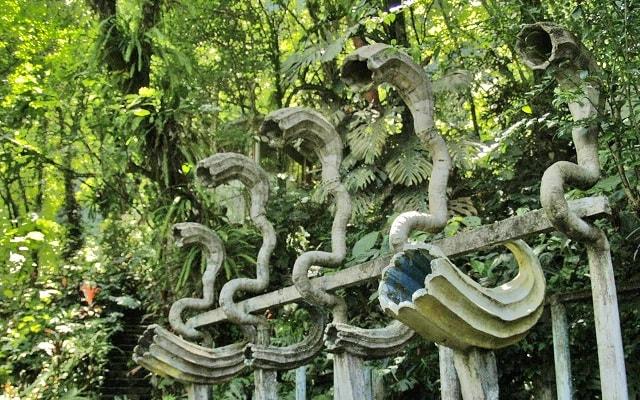Tour por el Jardín Surrealista Xilitla y Sótano de las Huahuas, verás figuras hechas de concreto