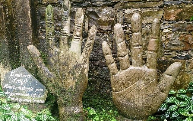 Tour por el Jardín Surrealista Xilitla y Sótano de las Huahuas, figuras impresionantes