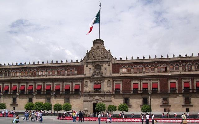 Tour por la Ciudad de México, dentro del zócalo encontrarás el Palacio Nacional