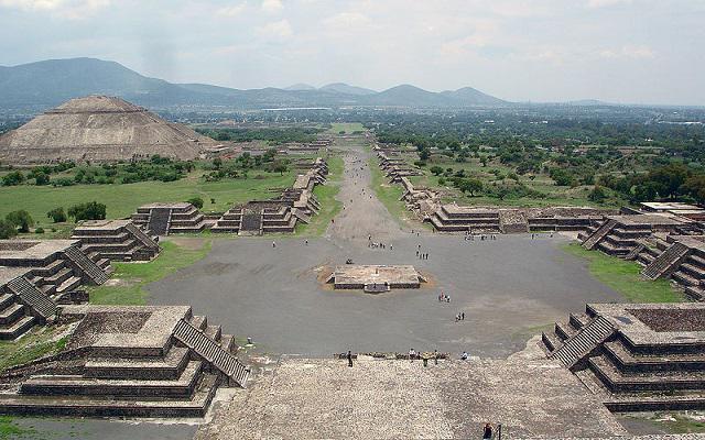 Algunos tours incluyen visita a Teotihuacán