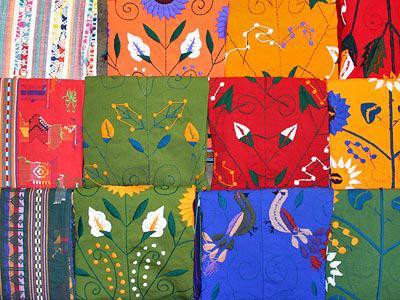 Prendas hechas a mano por mujeres Tzotzil - Tour San Juan Chamula y Zinacantán