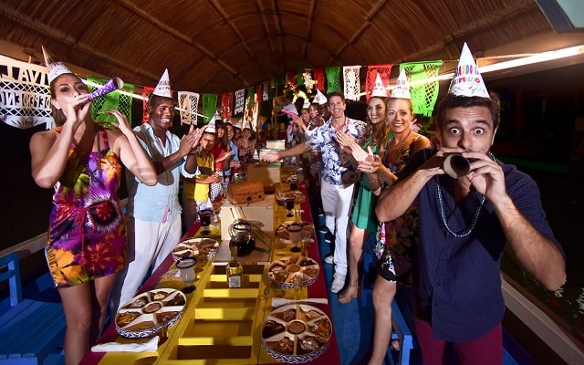 Tour Xoximilco Cancún, vive la fiesta en compañía de tu familia o amigos