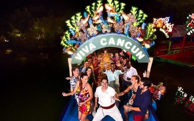 Tour Xoximilco Cancún, convive con gente divertida