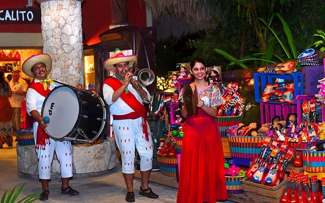 Tour Xoximilco Cancún, comienza la fiesta con una kermes