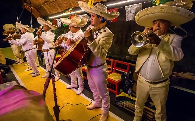 Tour Xoximilco Cancún, canta como un verdadero mexicano