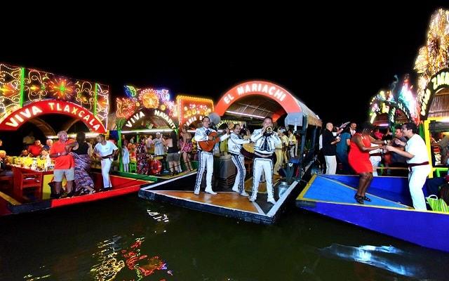 Tour Xoximilco Cancún, podrás bailar y cantar a todo pulmón