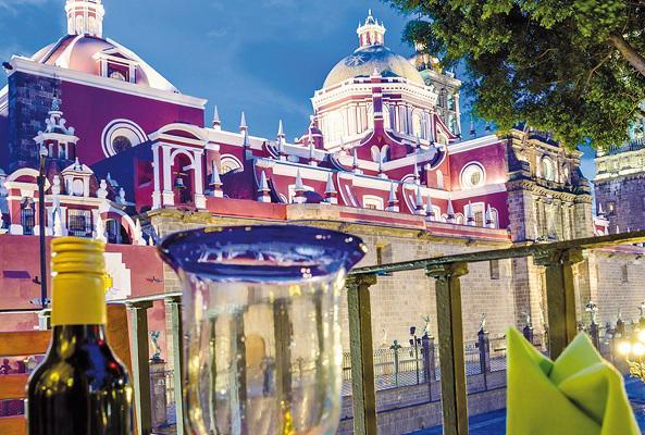 Tranvía nocturno cena y música en Puebla