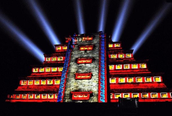 Turitour Teotihuacán de Noche