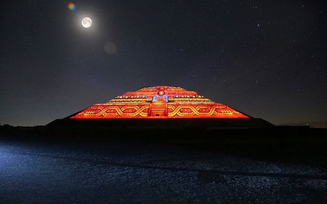 Turitour Teotihuacán de Noche, con proyecciones multimedia