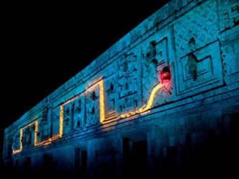 Serpiente de luces en Uxmal