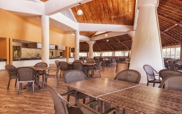 Ventura Park, podrás disfrutar de tus alimentos y bebidas en el restaurante Sunrise