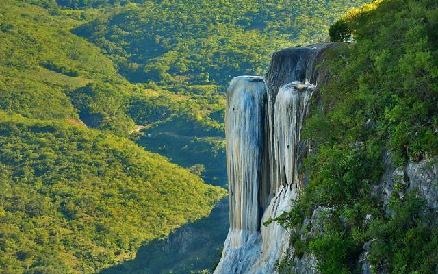 Viaje a Oaxaca Cultural 4 días, disfruta de las cascadas petrificadas